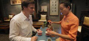 Дмитрий Комаров узнал в Китае, как правильно выбирать, заваривать и пить чай (видео)