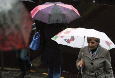 У Києві продовжаться зливи, температура впаде до +18°