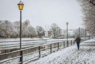 Західну Україну засипало снігом: у мережі з'явилися приголомшливі фото