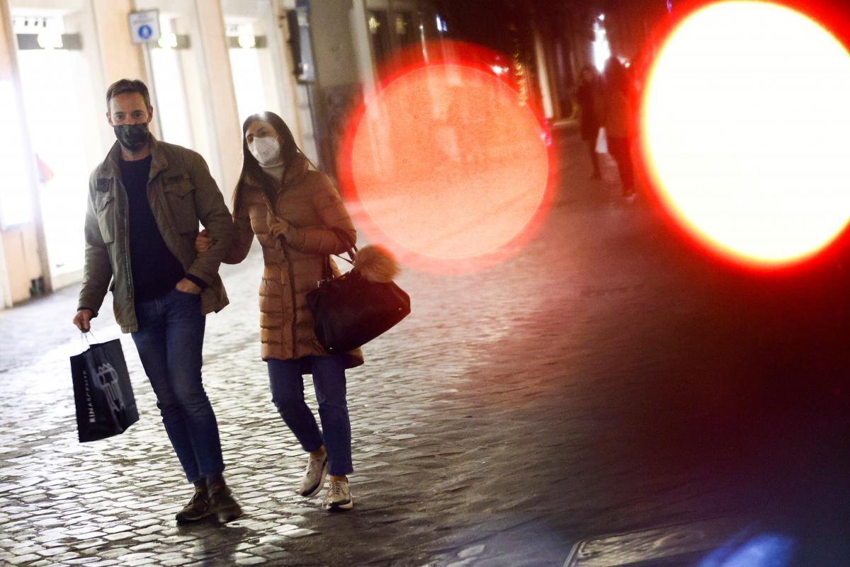 Вперше за три місяці у світі зменшилася кількість нових випадків коронавірусу / фото REUTERS
