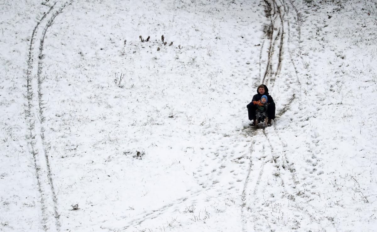 Мальчик катался на санках без присмотра взрослых/ Фото REUTERS