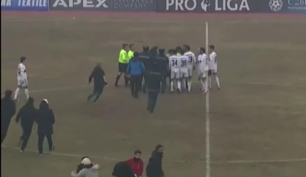 В Узбекистане после футбольного матча случилась массовая драка / скриншот
