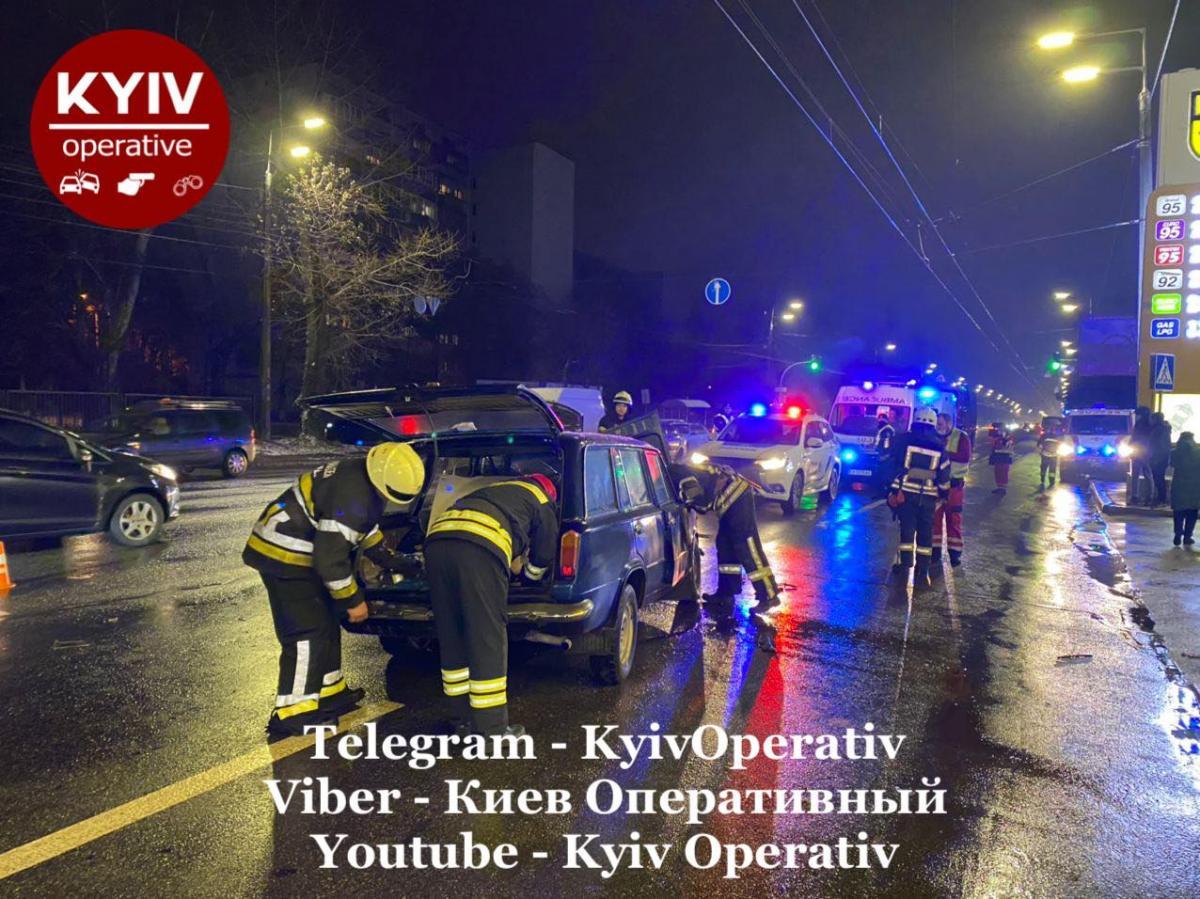ДТП на Выговского / фото Киев Оперативный Facebook