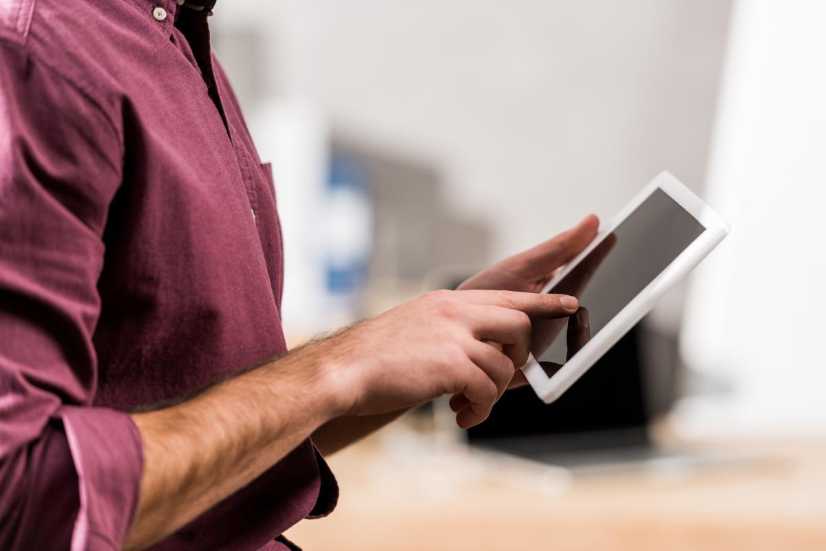 Лидером рынка планшетов по итогам 2020 года стала компания Apple / фото ua.depositphotos.com