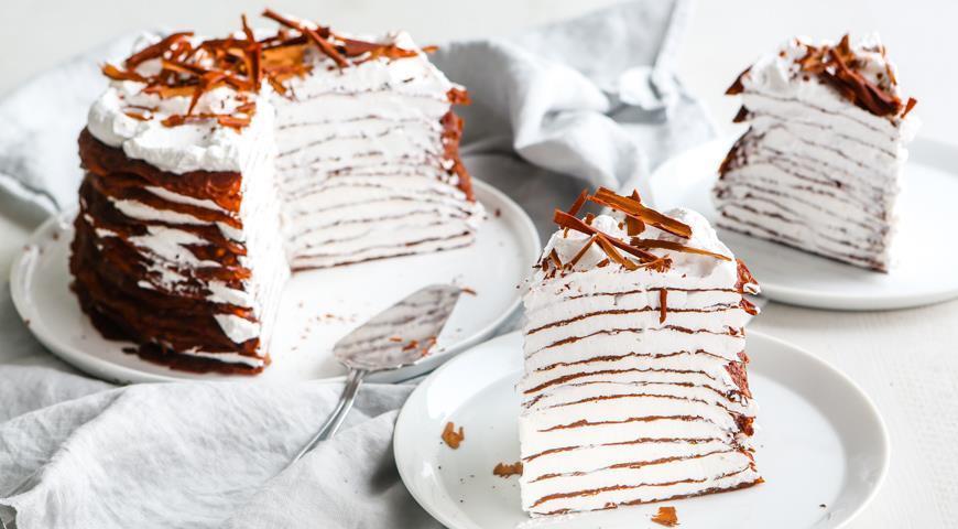 Блинный торт с шоколадом /фото gastronom.ru