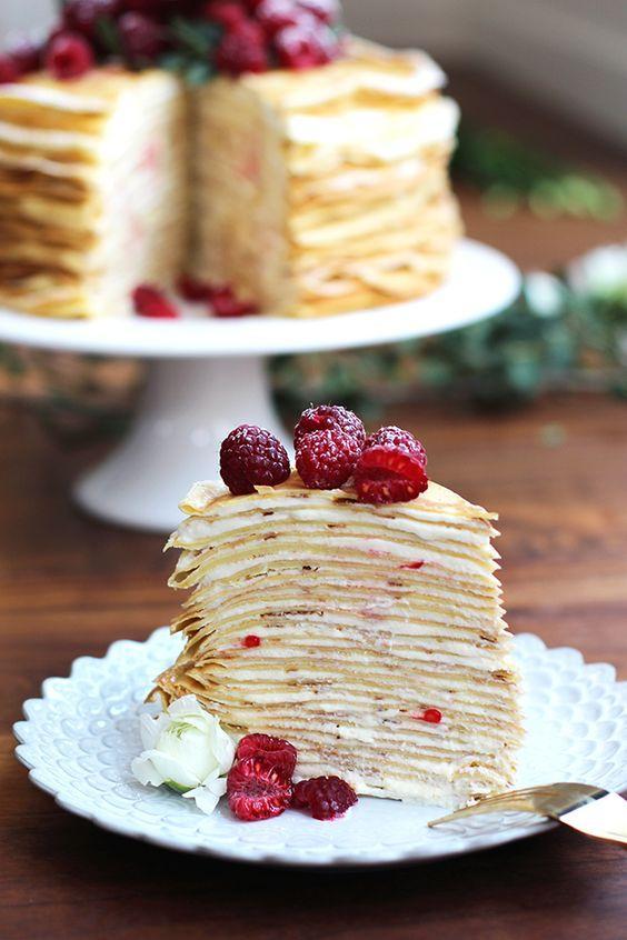 Блинный торт с ягодами / фото pinterest.com