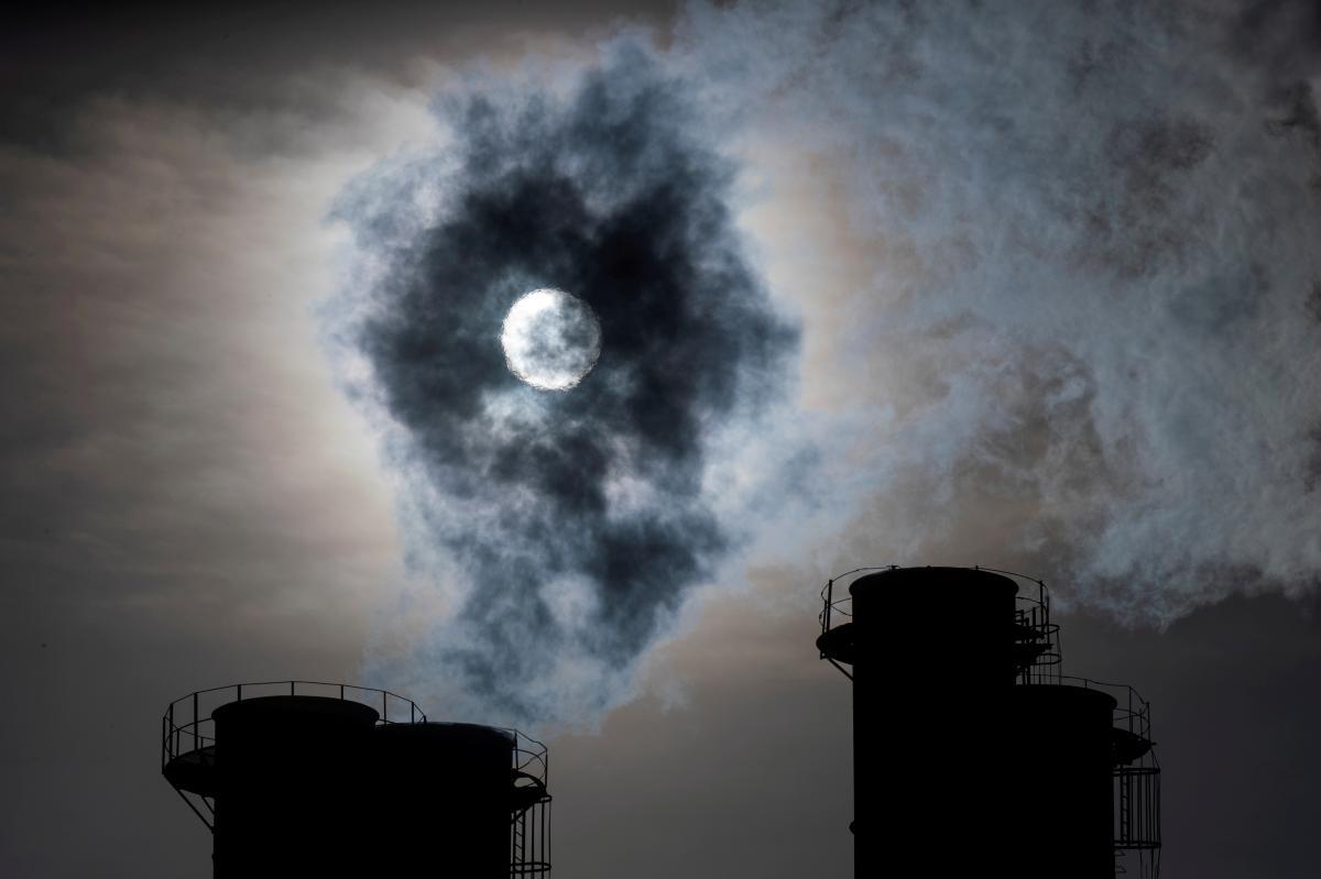 Забруднення повітря і води щорічно забирає життя 9 млн осіб / фото REUTERS