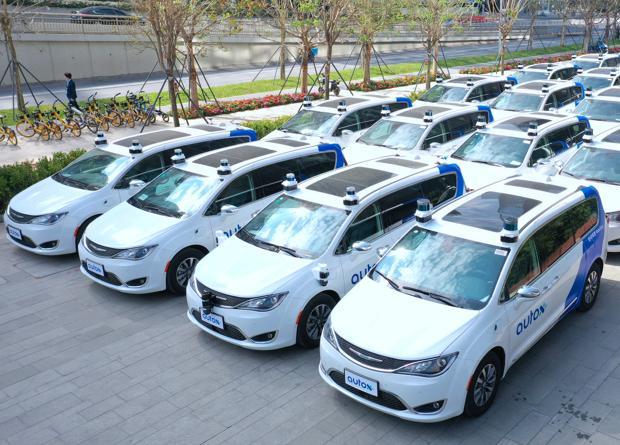 На дорогах Китая появились полностью беспилотные авто / фото AutoX