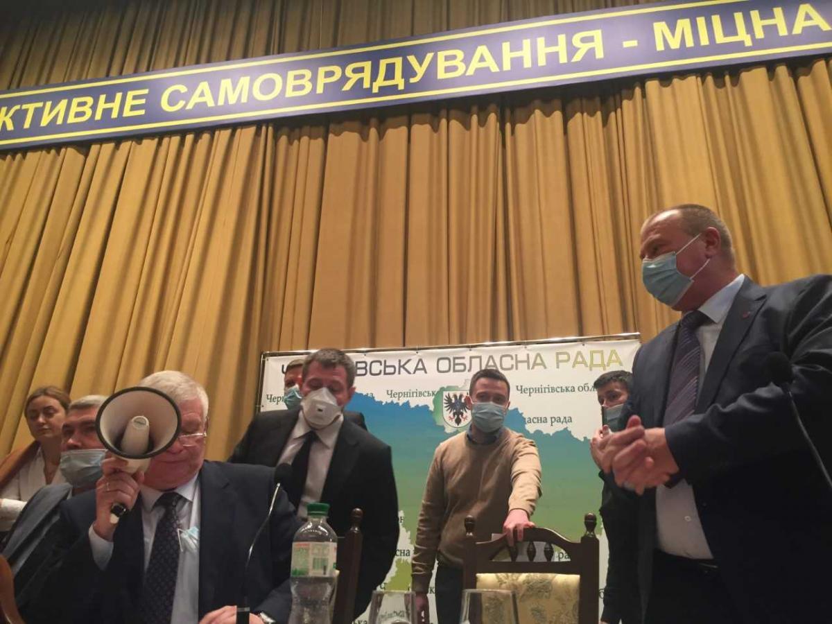 Частина депутатів блокувала трибуну / фото УНІАН