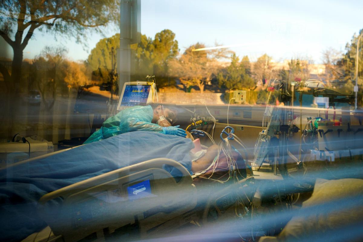 В мире обнаружили более 65 млн случаев коронавируса, умерли 1,5 млн человек / фото REUTERS