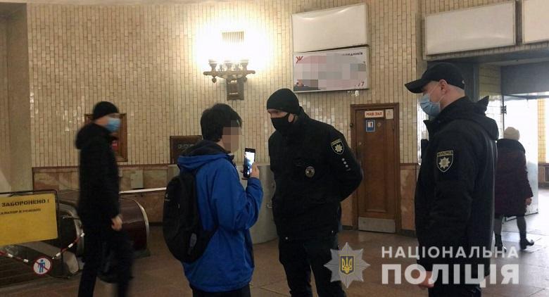 На 85 осіб накладено штраф за неправильне носіння індивідуальних засобів захисту / фото Нацполіція