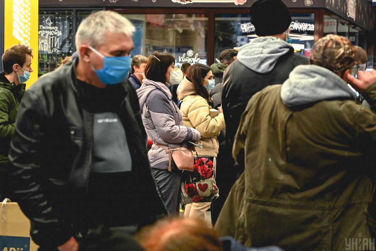 Носить маски придется даже после вакцинации / Фото УНИАН, Вячеслав Ратынский