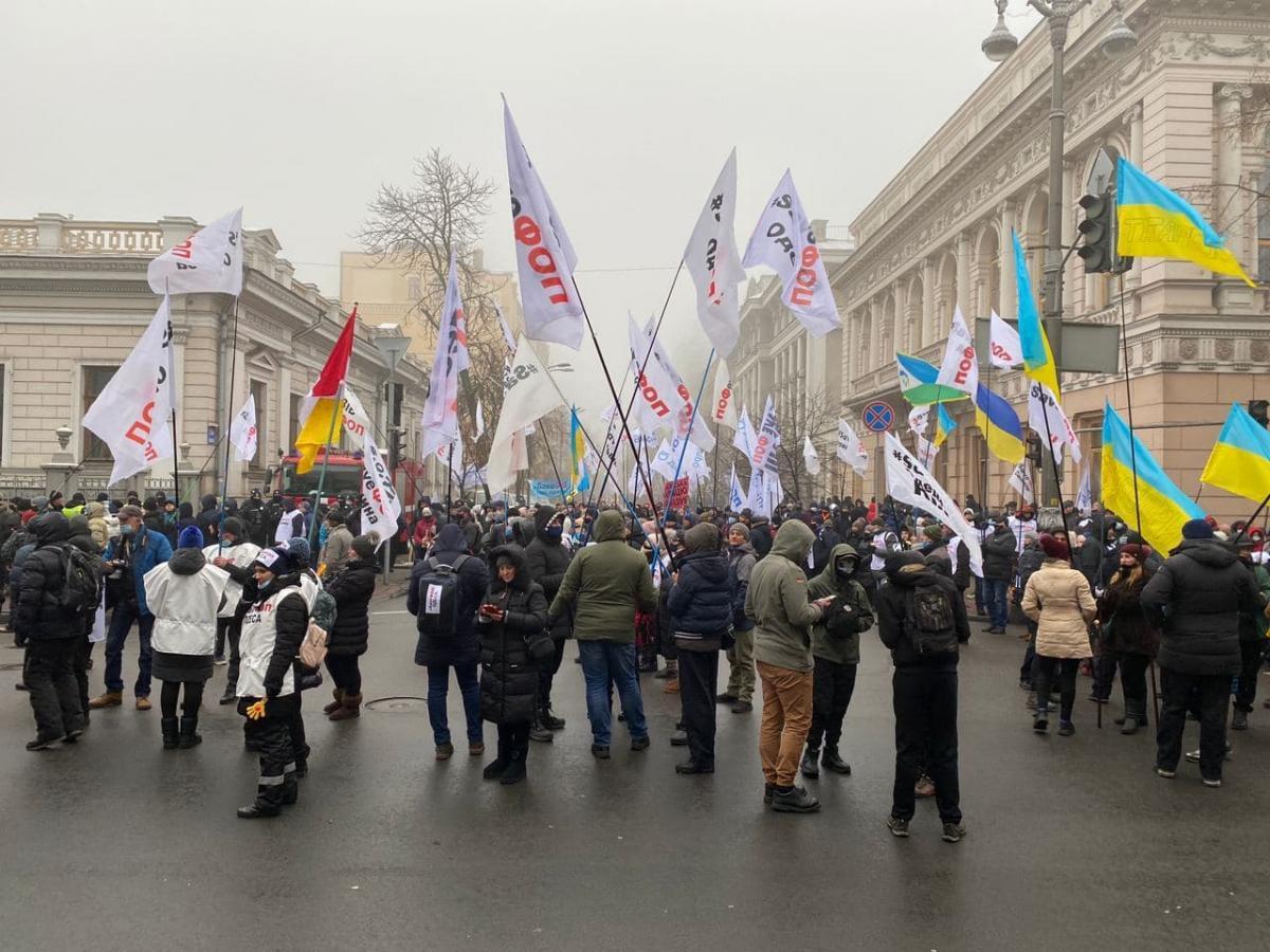 Предприниматели снова собрались под Радой с протесто / фото t.me/stranaua