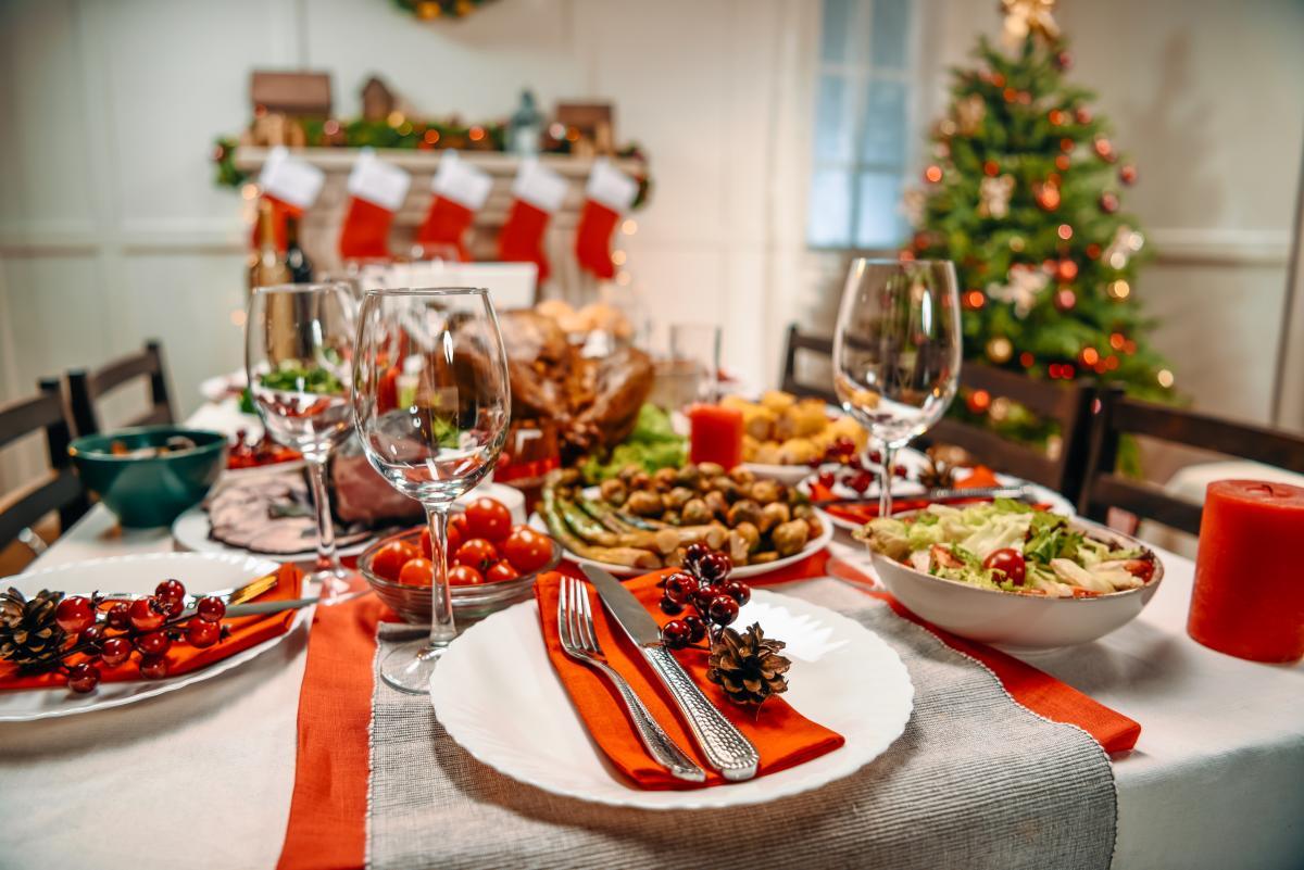 Новорічний стіл - як обрати нешкідливі продукти / фото ua.depositphotos.com