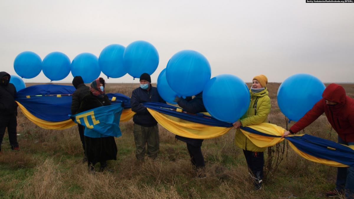 Украинский флаг полетел в Крым / Радио Свобода
