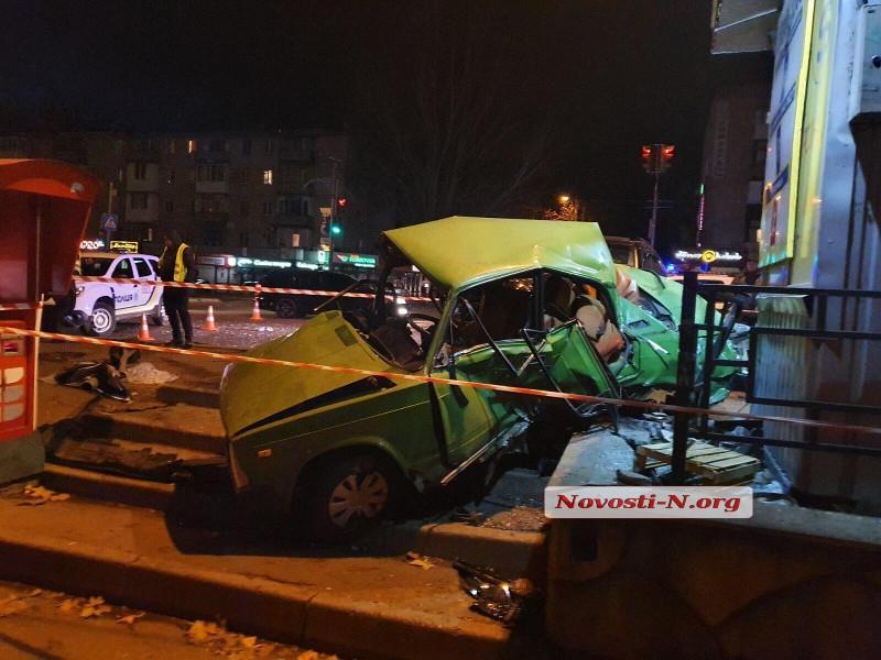 На месте работают шесть экипажей полиции / фото Новости-Н