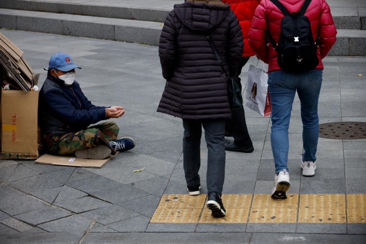 В Европе больше людей голодают по вине пандемии / REUTERS