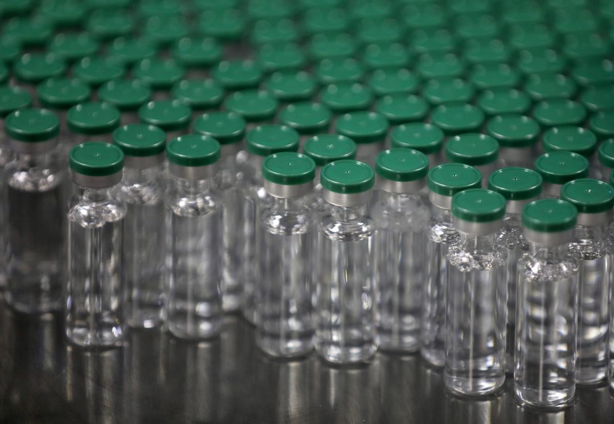 ВР приняла закон о госрегистрации вакцины от COVID-19 / фото REUTERS
