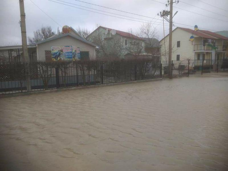 Затоплены улицы Кирилловки / Фото mv.org.ua
