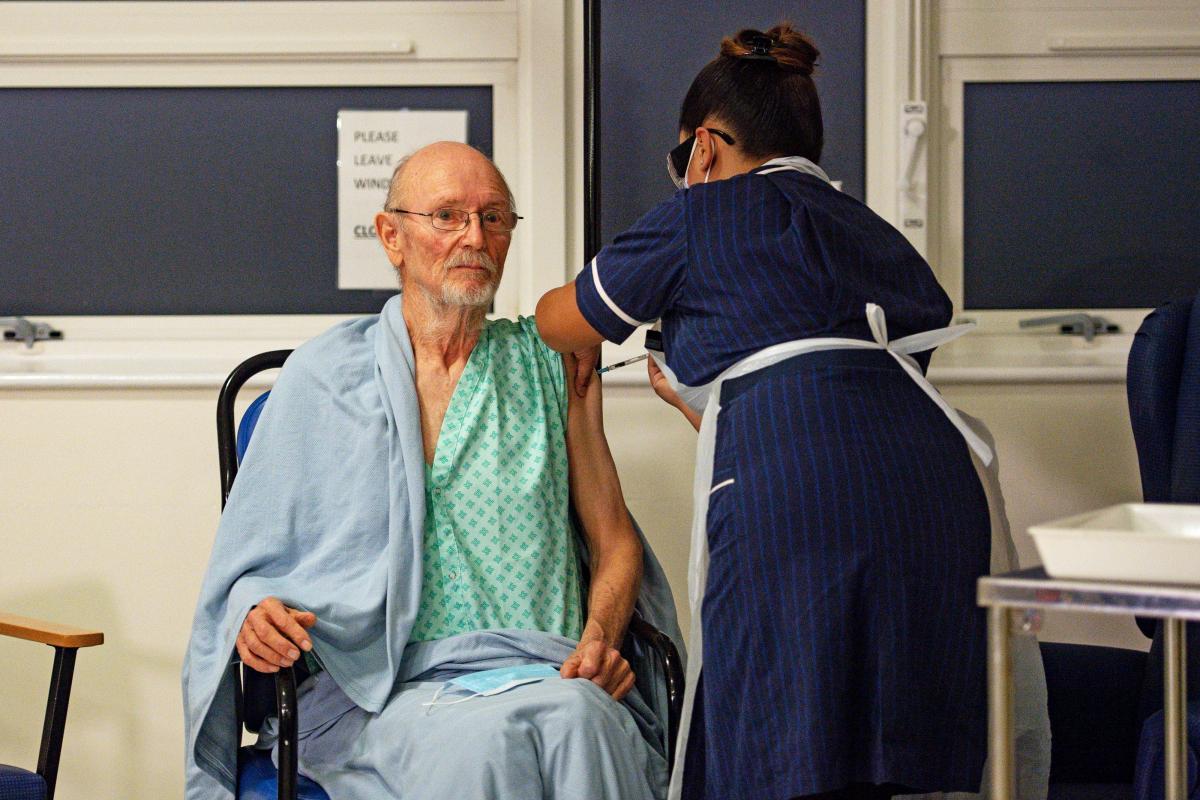 В Британии вакцинировали тезку известного английского поэта / фото REUTERS