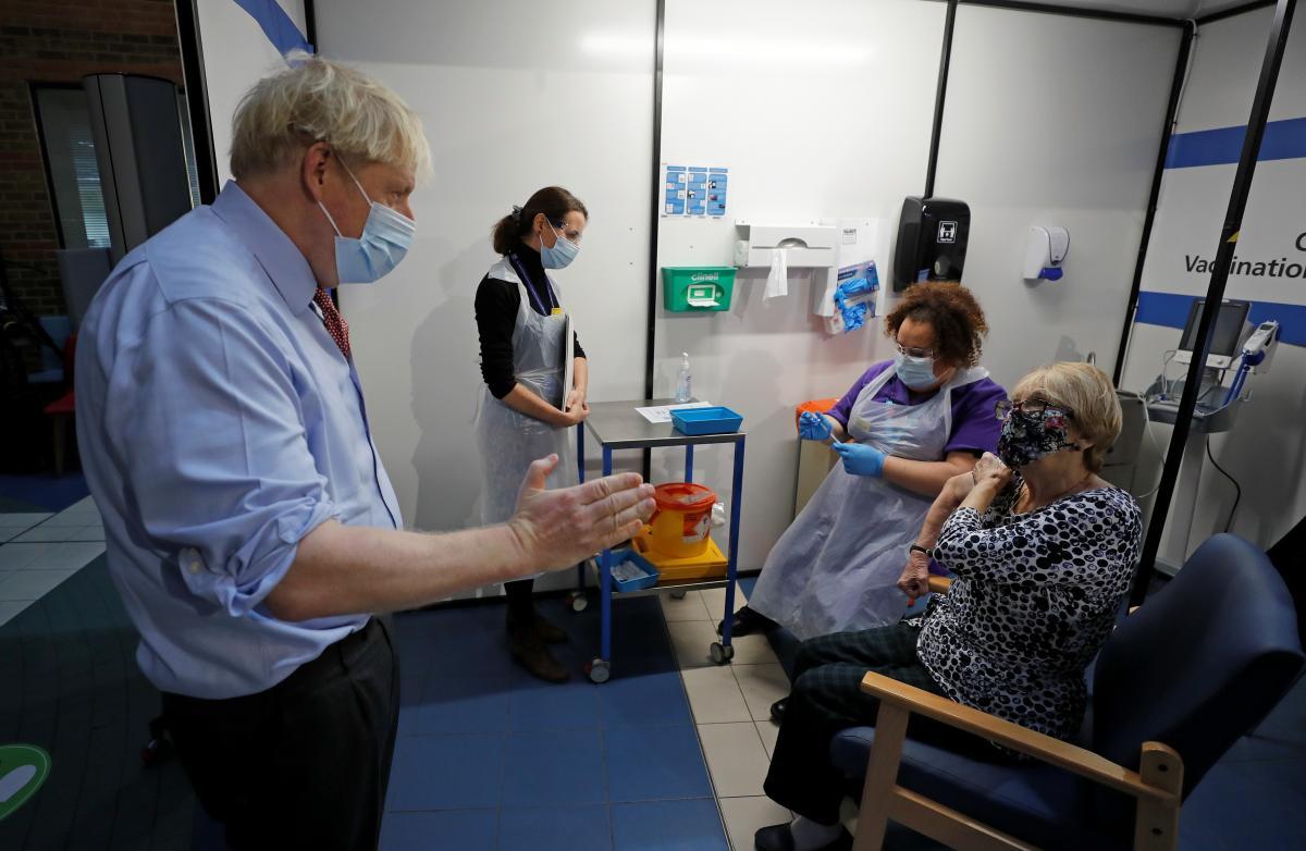 Вакцина Pfizer и BioNTech - эффективность против COVID-19 / фото REUTERS