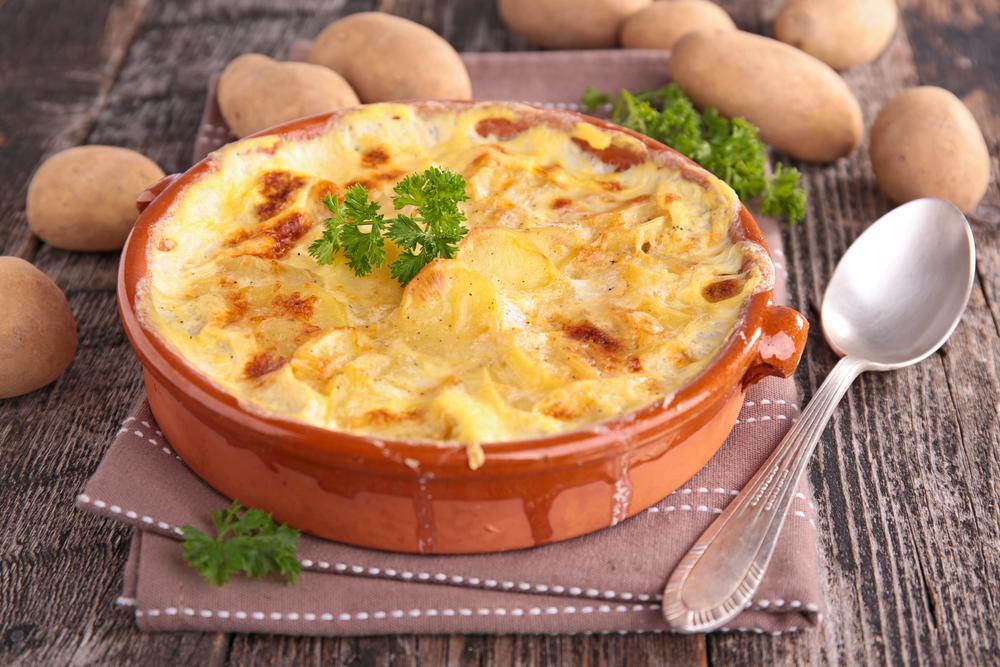 Картопляна запіканка з сиром і овочами / фото ua.depositphotos.com