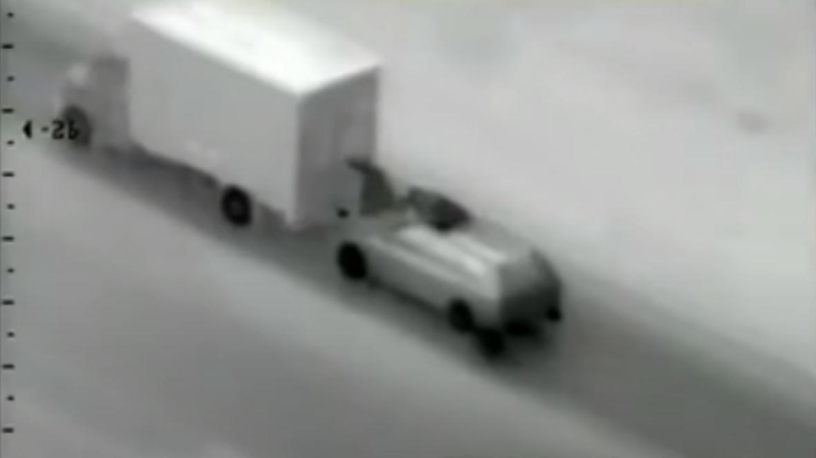 Ось так зловмисники грабували вантажівку / фото thetimes.co.uk