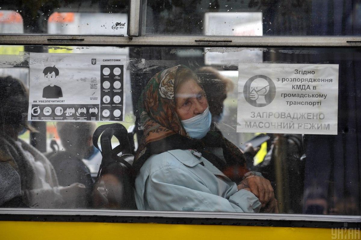 Суммарно транспортное средство может быть заполнено пассажирами только на 50% / Фото УНИАН, Сергей Чузавков