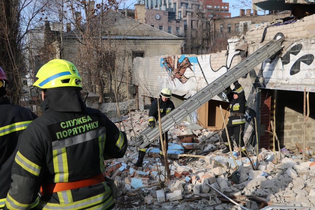 В Днепре под бетонной плитой погиб мужчина / фото ГСЧС