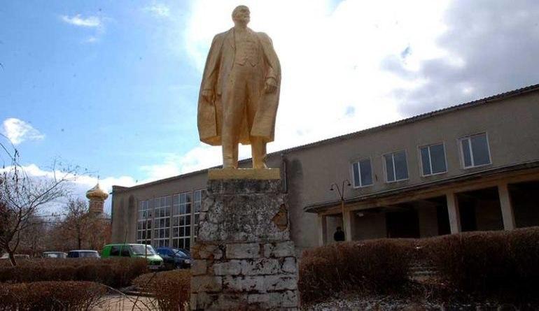Местные власти отказываются демонтировать последний памятник Ленину в Одесской области / фото bessarabiainform.com