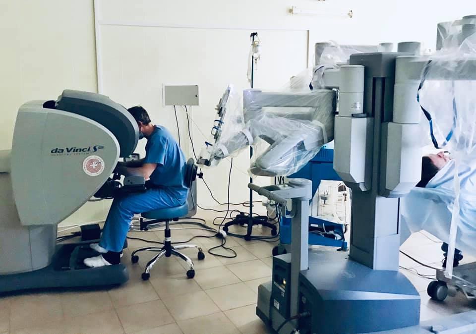 Во Львове робот-хирург Da Vinci прооперировал первого пациента / фото facebook.com/ulyana.samchuk