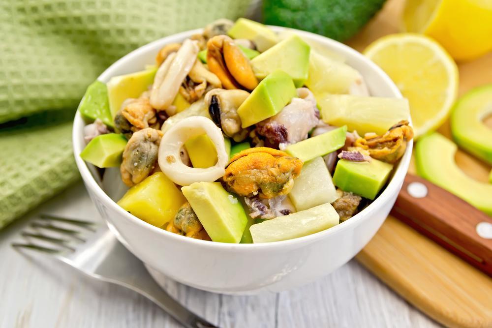 Салаты с ананасами рецепты / фото ua.depositphotos.com