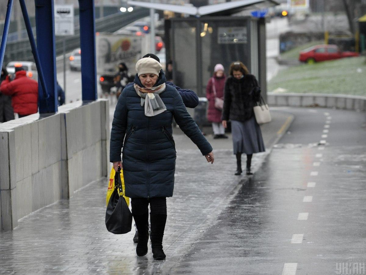 В Киеве из-за ледяного дождя - серьезная гололедица / фото УНИАН, Чузавков Сергей