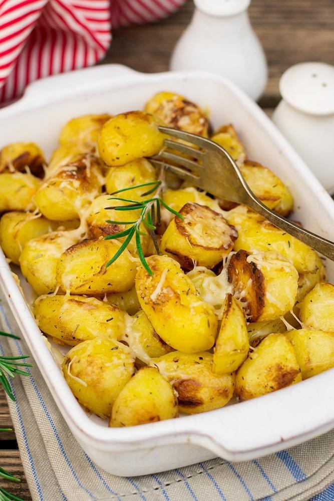 Запеченная картошка по-селянски / фото ua.depositphotos.com
