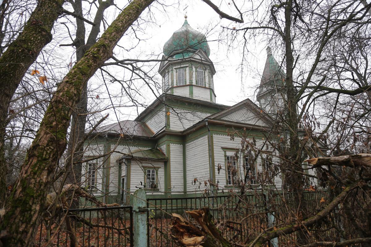 Храм не выглядит заброшенным, продолжает быть светлым, величественным / фото Виктор Ковальчу