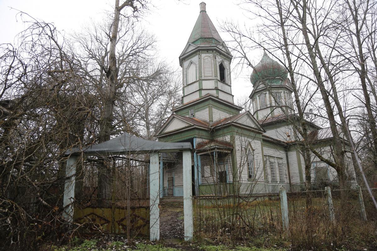 Еще весной деревянных храмов в Чернобыльской зоне было три / фото Виктор Ковальчу
