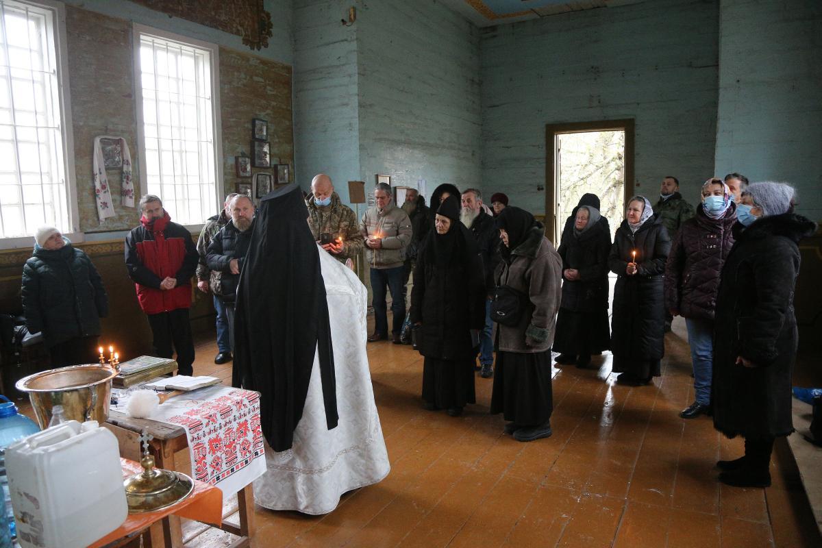 На церковные праздники в Красно съезжались не только из соседних сел, но и из Беларуси / фото Виктор Ковальчу