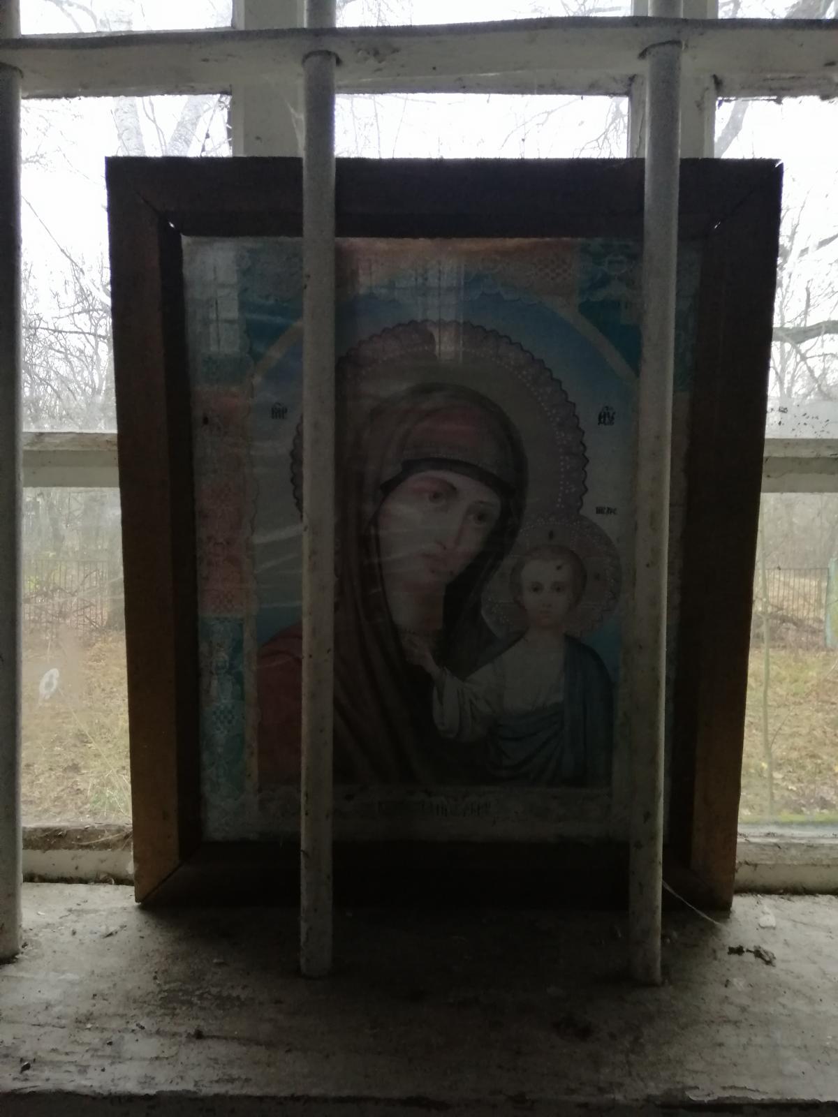 Реставраторам иконы были не нужны – холсты разрушились, краска посыпалась / фото Влад Абрамов