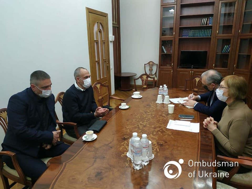 Денисова встретилась с освобожденными из плена / фото facebook.com/denisovaombudsman
