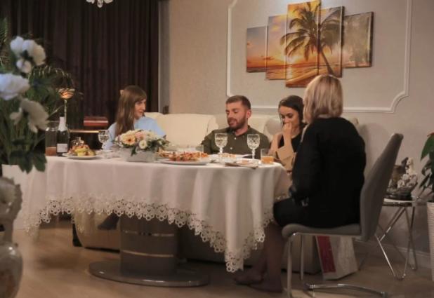 Знакомство Мишиной с семьей Рыбака / фото СТБ