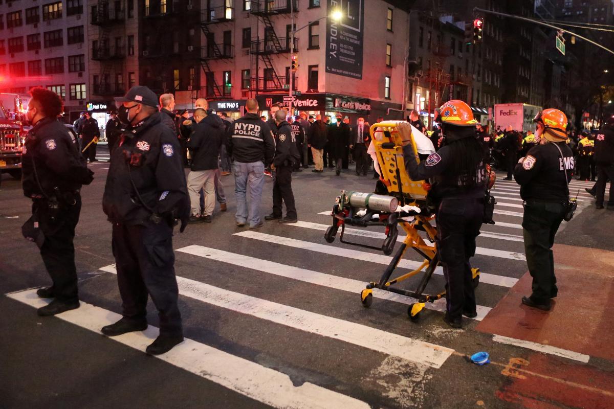 В Нью-Йорке автомобиль въехал в протестующих / фото REUTERS