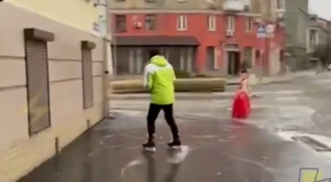 В Харькове улицы покрылись льдом/ Скриншот с видео