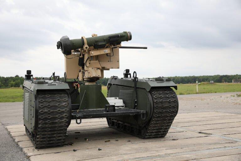 Роботами с ракетами Javelin будут управлять пехотинцы из новых БМП / фото Breaking Defense
