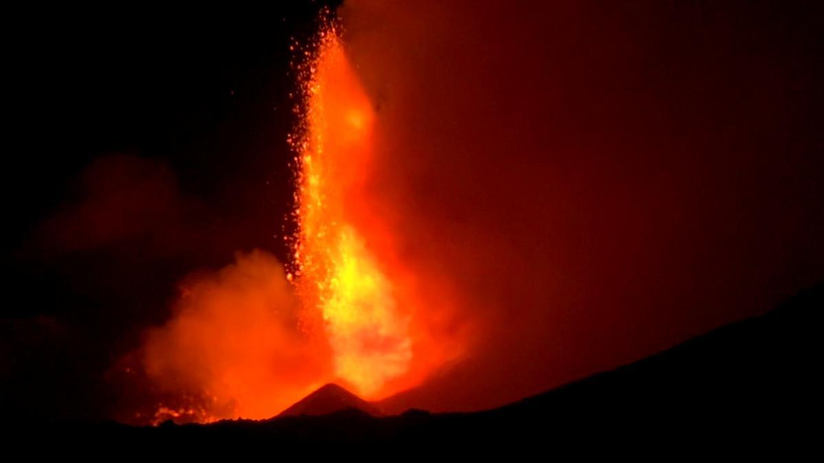 На Сицилии начал извергаться вулкан / фото REUTERS