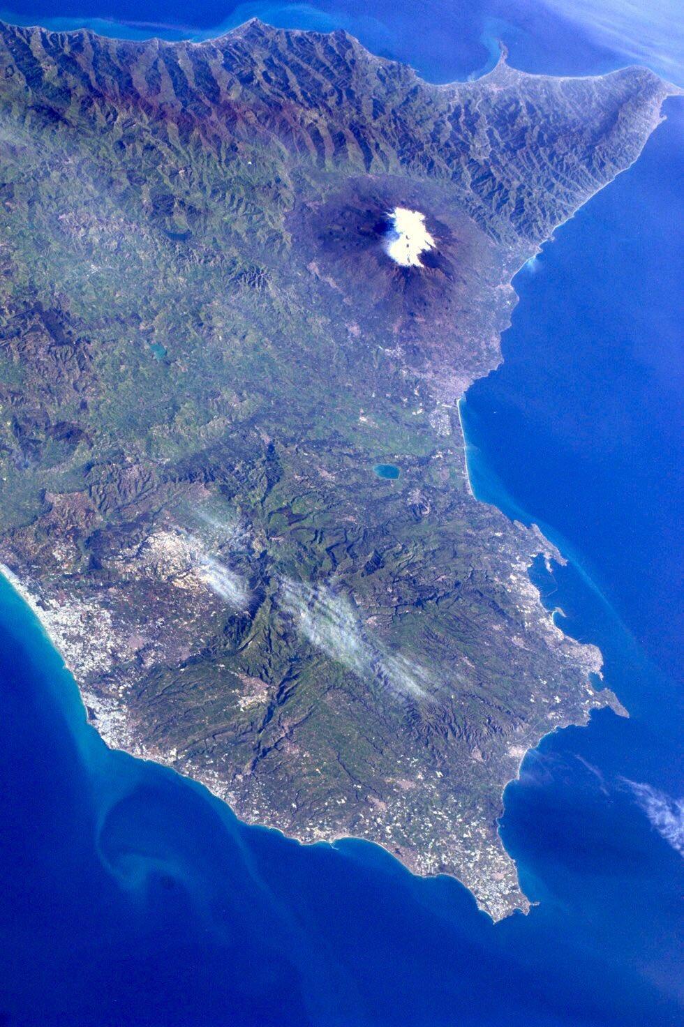 Так Этна выглядит из космоса / фото NASA