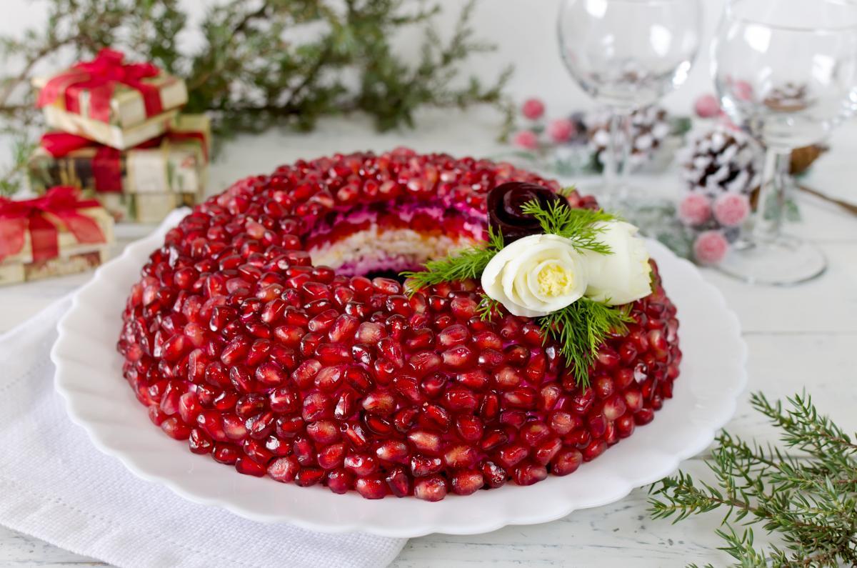 Блюда на новогодний стол - салаты / фото ua.depositphotos.com
