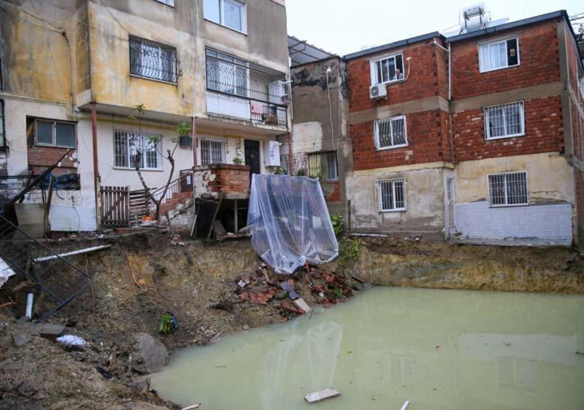 В Измире подтопило здания \ @cnnturk
