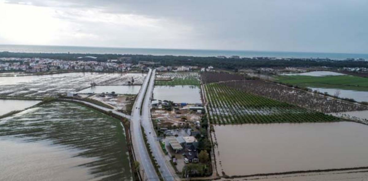 В Анталии затопило поля \ @cnnturk