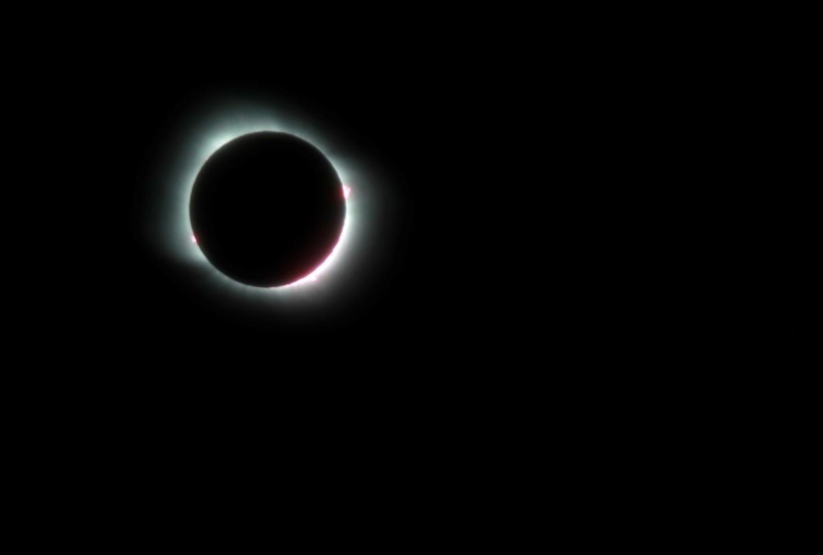 В Лунное затмение нужно закрыть устаревшие темы / REUTERS