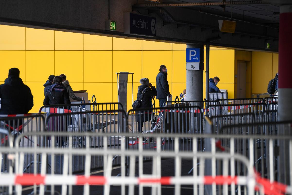 Полиция Германии предупредила, что преступники уже начали продавать поддельные паспорта прививок / фото REUTERS